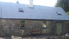 Old style, quirky country cottage  in Ballinaglera complete with stunning views