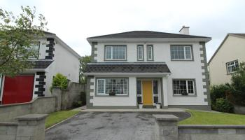 Superbly located family residence in Carrick-on-Shannon