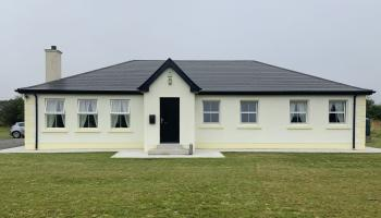 Leitrim Property of the Week: Spacious property at The Old Bog Road, Tullaghan, on market for €320,000