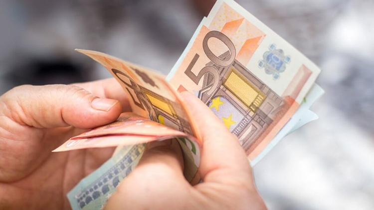 4 in 10 people in Ireland worry about money on a weekly basis