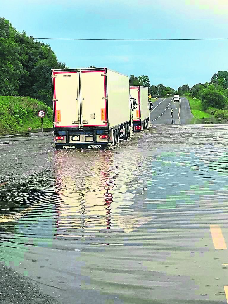 Flooding on the N4. Picture: Gerry Faughnan